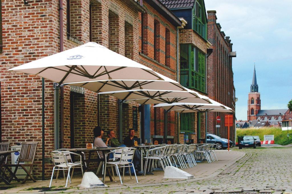 Grand parasol déporté carré Prostor P6 PROSTOR